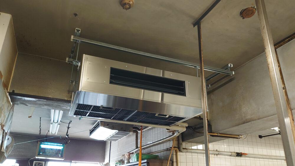 老舗料理店の厨房用のエアコン更新工事を行いました。